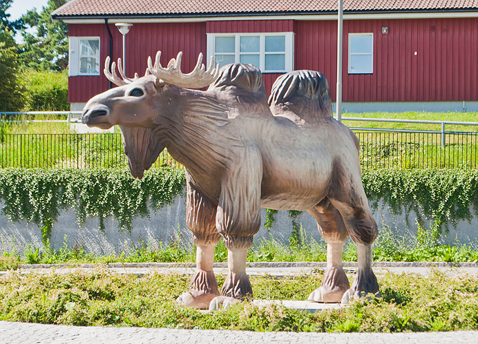 Kamälg Kamälgen kamel älg telefonplan moose camel konstig staty weird statue stockholm KAMÄLG GODDAMMIT