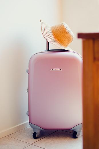 Rosa Resväska Pink Suitcase sunhat solhatt halm